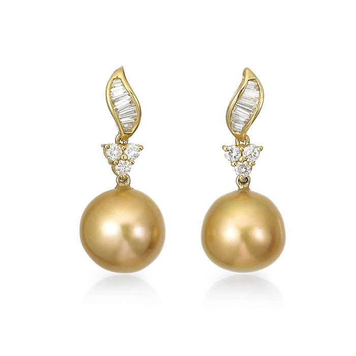 """Arevia"" Pearl Earrings"